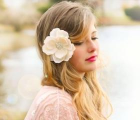 Magnolia bridal hair..
