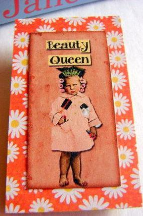 Vintage Girl with Curlers in Her Hair - Beauty Queen - Paper and Chipboard Collage Decoupage Pin Brooch Badge - Retro