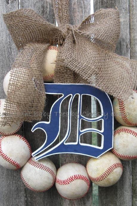 Burlap Detroit Tigers Baseball Love Wreath with wooden Old English Style D