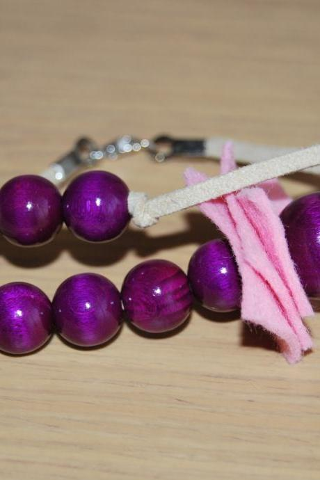 Fashion fun flirty double bracelet in pink and lila- wood and felt materials- by El rincón de la Pulga