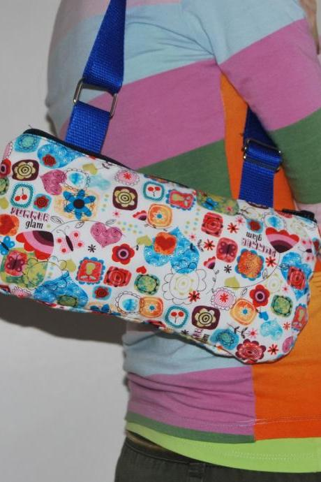 Flirty trendy pouch flower power spirit with blue strap by El rincón de la Pulga