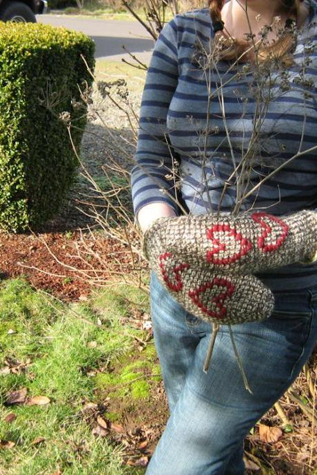 Lovable Valentines Day, natural tones, Tunisian crochet mittens with hearts, OOAK - Ready to Ship