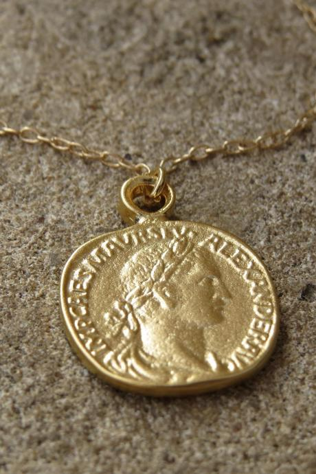 Gold Coin Necklace, Gold Pendant Necklace, Coin Jewelry, Delicate Gold Disc Necklace, Dainty Necklace, Gold Charm