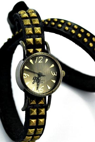 Handmade Vintage Round Quartz Rivet Leather Watchband Black Unisex Lady Girl Men Wrist Watch Black