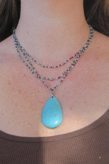 Turquoise Teardrop Pendant Beaded Necklace