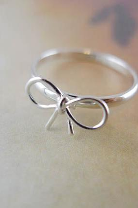 bow ring in silver