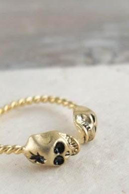 two head skull ring in gold
