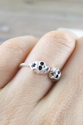 two head skull ring in silver