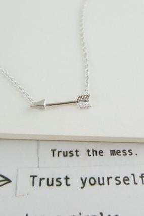 arrow necklace in silver