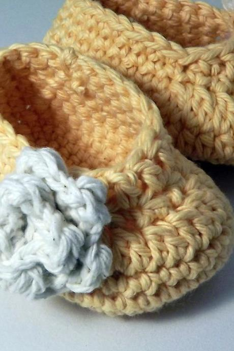 Rose Baby booties - yellow an ivory 0 to 3 months