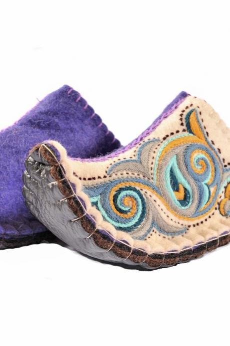 Handmade felted slippers Aladdin with sole and rich embroidery. Wool slippers. home shoes, indoor slippers, felt slippers -