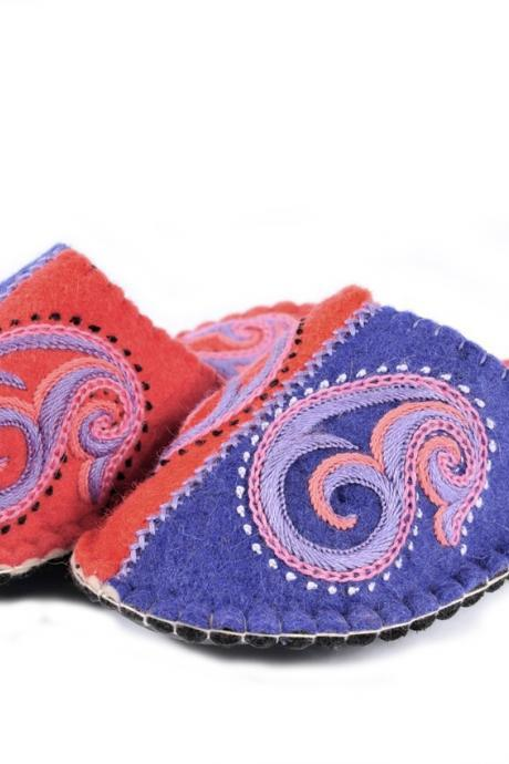Handmade felted slippers with sole. Wool slippers | home shoes | indoor slippers | felt slippers