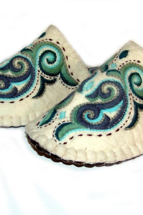 Handmade felted inhouse slippers with sole. Wool slippers | home shoes | indoor slippers | felt slippers - GIFT PACKAGED
