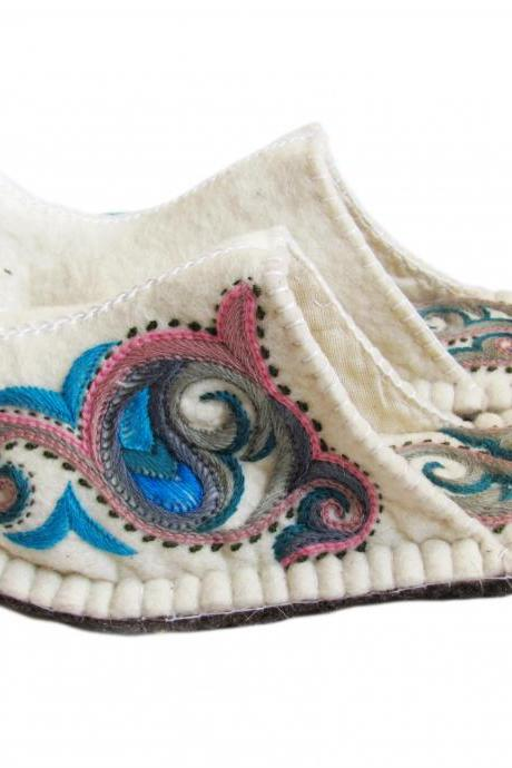 Handmade felted slippers Aladdin with sole. Wool slippers, home shoes, indoor slippers, felt slippers