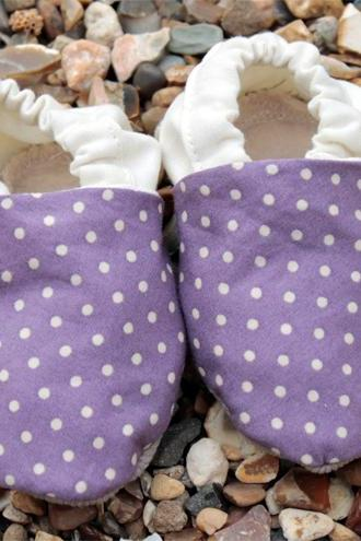 Baby booties, Purple spots and cream - newborn