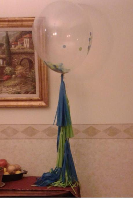 (2)Set of 3 Clear balloons. 2 Tissue paper tassel Garland.