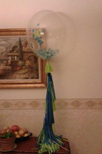 Set of 3 Clear balloons filled w/ confetti. 1 Tissue paper tassel Garland.