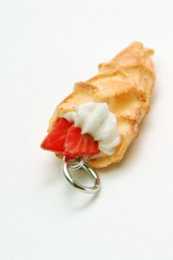 Miniature Waffle Crepe Charm - Cinnamon w/ Strawberries