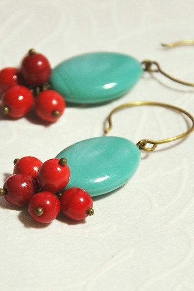 Turquoise Earrings - Oval turquoise glass bead and cherry red glass beads - Turquoise earrings - Drop earrings - ruby