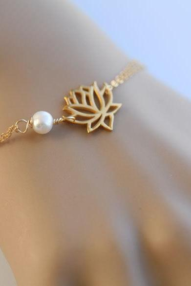 Gold lotus bracelet,Wire wrapped pearl.customize birthstone,bridesmaid gifts,birthday,simply daily jewelry,freshwater pearl