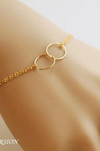 Best Friends Bracelet,Gold Fill Bracelet,Circle Karma Bracelet,Eternity Love circle,Wire Wrapped Pearl,Bridesmaid gifts,Wedding Jewelry