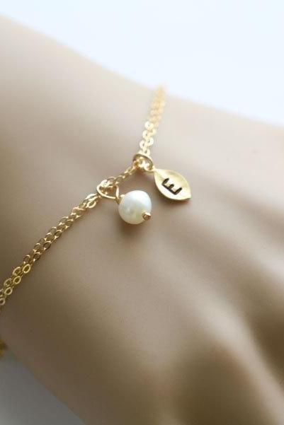 leaf initial Bracelet,Gold leaf,Wire wrapped Pearl,Bridesmaids Gifts,Wedding jewelry Gift,birthday,Friendship