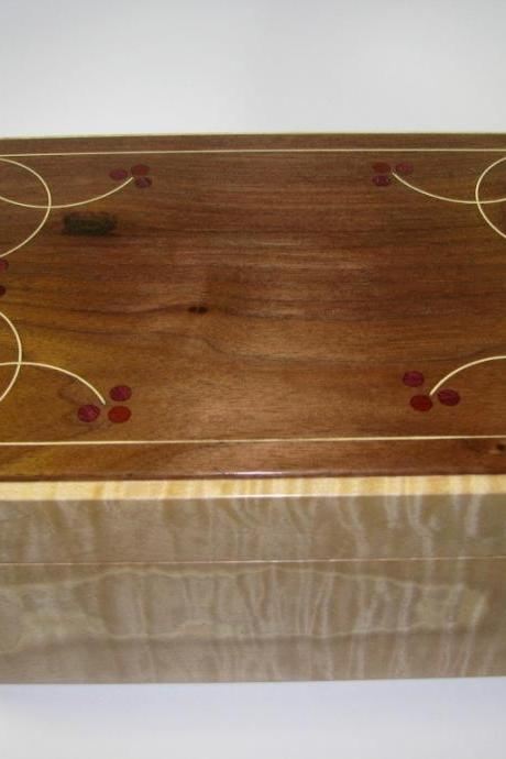 Modern-Antique Keepsake Box. Hand Inlaid Using Traditional Tools and Techniques. 10' x 7' x 4.5'