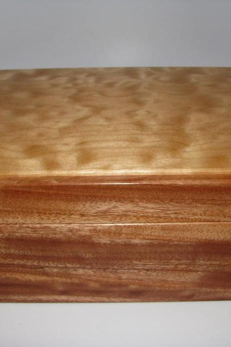 Lovely Quilted Maple and Mahogany Memory Box. 10' x 7' x 4.5'