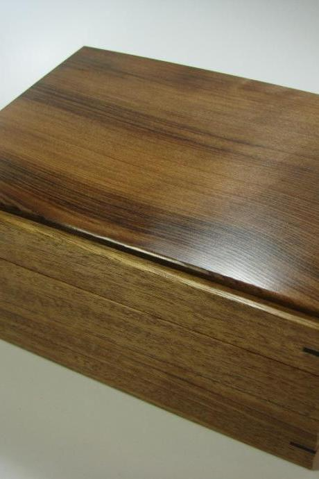 Lovely Warm-Toned Redwood and Mahogany Keepsake Box. 8' x 6' x 4'