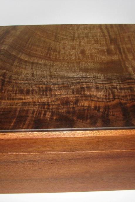 Large Figured Claro Walnut Keepsake Box. 11' x 8.75' x 6'