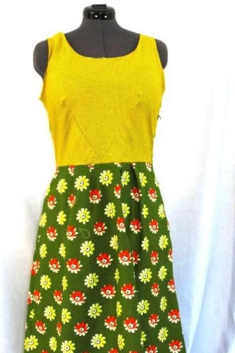 Womens Floral Reto Dress Everday sleeveless Sundress in Green and Yellow with flower print. Size 14. Vintage Style Spring Fashion Dress..
