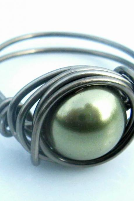 Swarovski Pearl Ring in Light Green and Gunmetal
