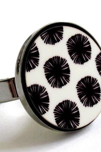 Japanese flowers in black and white ring