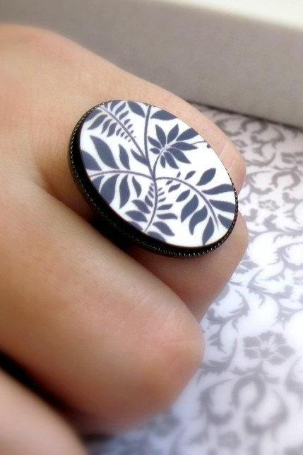 Leaves in black and white ring