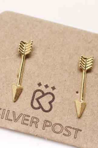 Pretty Arrow earrings in gold