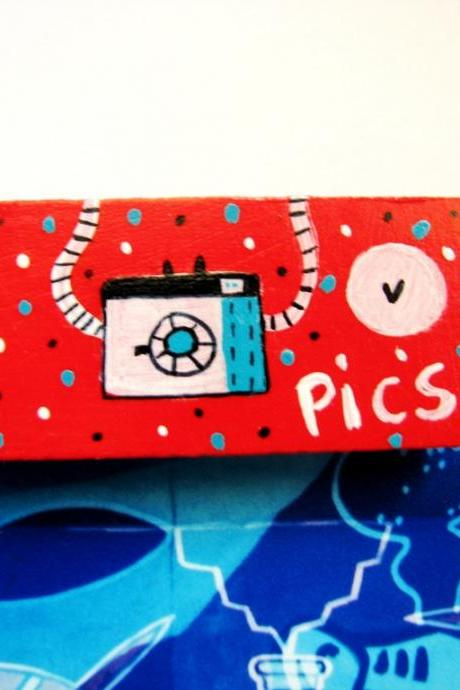 Red Hand painted wooden Magnet geek nerd camera- I love photos