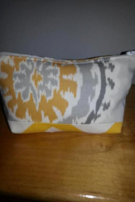 Small Yellow Medallion Print Make-up Pouch