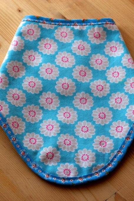 Wren - Bandana Dribble Bib - Floral drible bib in blue