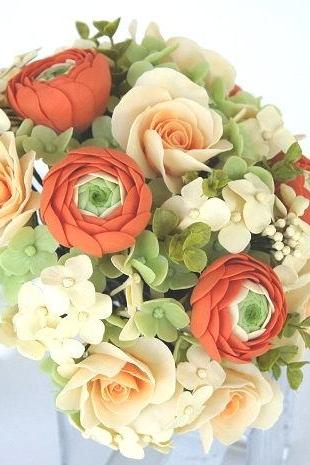 Wedding bouquet. Bridal Bouquet. Spring Rose and Ranunculus Bouquet
