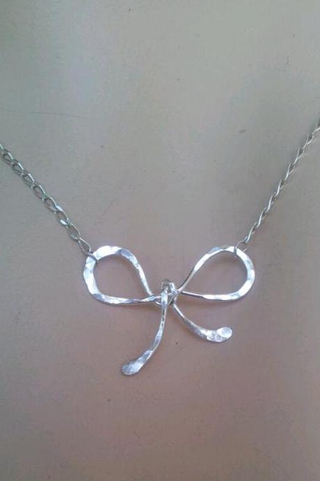 Bow Necklace, Silver or Gold Bow pendant, dainty Bow Necklace, Bow Charm, Birthday, Bridesmaid Gifts, sister / mom, wedding, best friend