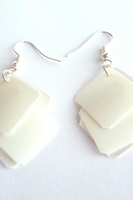 White earrings made of recycled plastic bottle - geometric, squares, eco friendly, upcycled jewelry, modern, minimalist