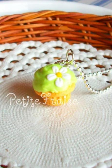 "Polymer clay cupcake necklace ""Le printemps"" in green, polymer clay food"