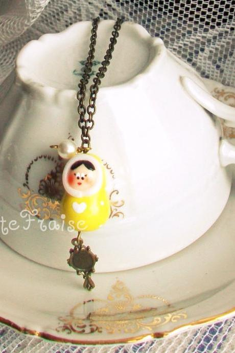 Matryoshka necklace vintage retro style 'Cécile la belle' yellow babushka polymer clay