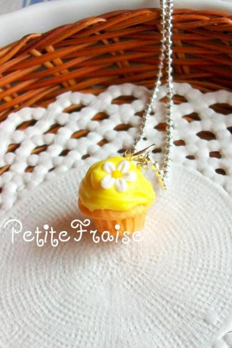 "Cupcake necklace ""Le printemps"" in yellow, polymer clay food"