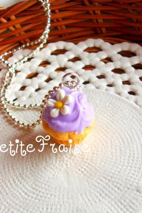 Cupcake charm necklace 'Le printemps' in lilac, polymer clay food
