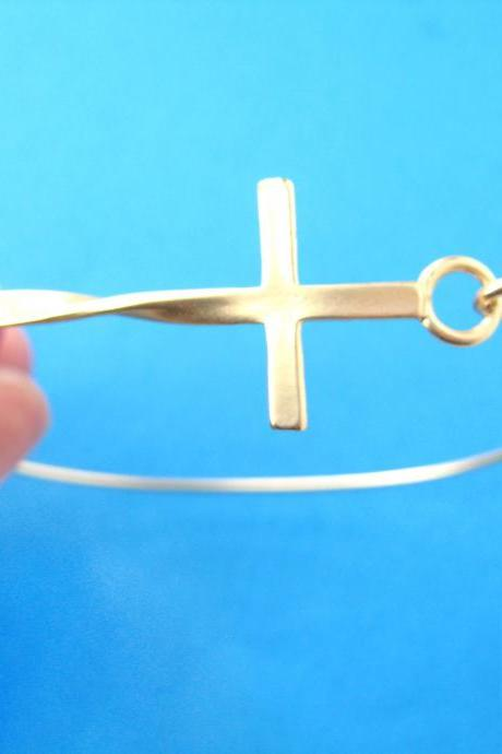 Simple Cross Shaped Bangle Bracelet in Gold