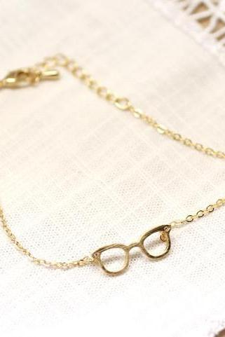 Cute Glasses charm Bracelet detailed with CZ in Gold