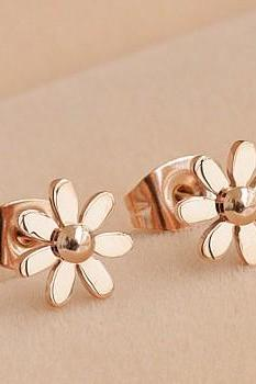 Cute Stud Earring 18K Gold Titanium Steel Chrysanthemum Little Daisy Qulity Sweet Ladies Jewelry