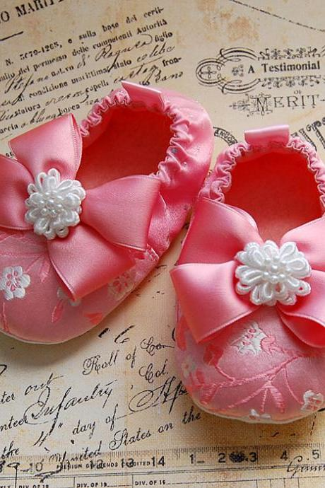 GENEVIEVE-pink brocade baby shoes