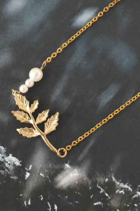 Leaf pendant necklace, Pearl necklace,Gold plated chain/Bridesmaid gifts/Everyday jewelry/Modern jewelry/